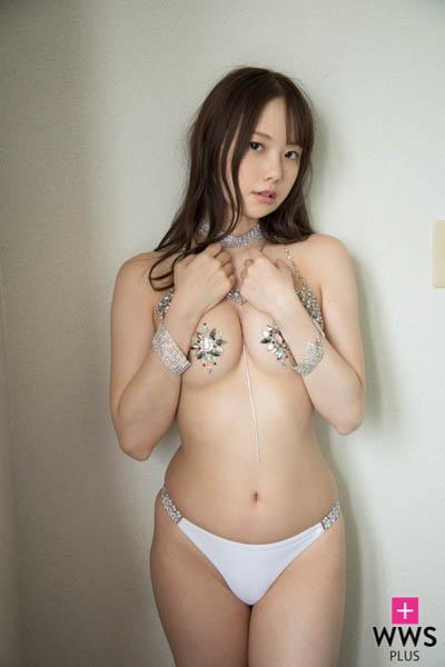 佐野水柚、新作DVDは溢れるGカップで誘惑!